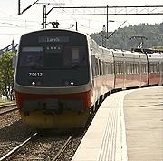 Vestfoldbanene kommer for langt etter utbyggingen av E 18 i Vestfold, mener Jernbaneverket.
