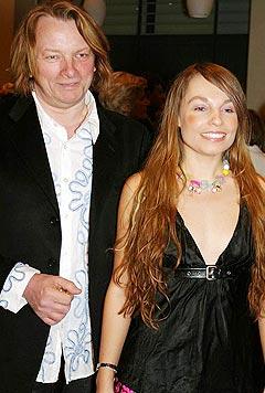 Jan Eggum og kjæresten Kaja Huuse ankommer Spellemannprisen i 2005. Foto: Arne Kristian Gansmo, NRK.