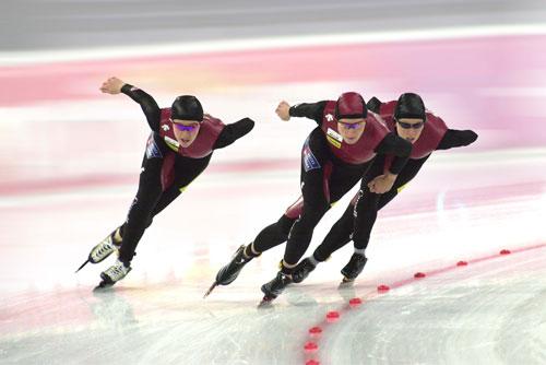 Eskil Ervik og de andre norske skøyteløperne fortsetter rekordjakten under verdenscup-løpene i Calgary i helga.