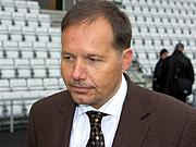 Tønsberg-ordfører Per Arne Olsen vil skaffe en bedre lysløsning på stadion. Foto: Per Foss, NRK.