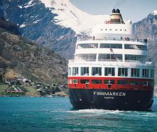 Hurtigruta Finnmarken på tur inn til Geiranger. Foto Jan Christian Nordahl.