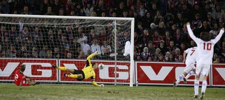 Smicer mål kan vise seg å være nok til å sende Tsjekkia, og ikke Norge, til neste års fotball-VM. (Foto: Erlend Aas/Scanpix)