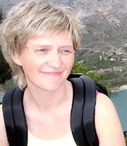 Barna til Anne Sofie Blom-Pettersen får krisehjelp. Bildet er offentliggjort av politiet. Hun brukte briller da bildet ble tatt, men politiet har manipulert disse bort.