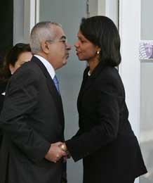 Rice og palestinernes finansminister Salam Fayad lot til å ha finne tonen under dags møte (Scanpix/Reuters)
