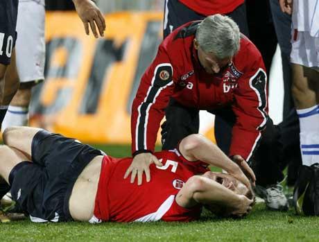 John Arne Riise fikk hjernerystelse. (Foto: Tor Richardsen / SCANPIX)