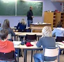 Både i innervegger og i korridorene er det funnet asbestplater på Risum ungdomsskole. Foto: NRK