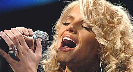 Jessica Simpson må synge med stemmen hun har hvis hun vil opptre for amerikanske soldater i Turkmenistan. Foto: Scanpix.