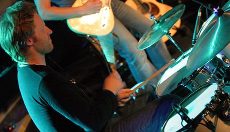 Trommis Kim Ofstad er en viktig motor i funkfabrikken d'Sound. Foto: Jørn Gjersøe, nrk.no/musikk.