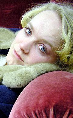 Ane Brun tar stadig nye steg på karrierestigen. Nå skal hun varme opp for a-ha. Foto: Promo.
