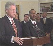- Partene er nærmere enn de noen gang har vært, sa Clinton til pressefolkene. (Foto: EBU)
