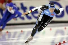 Anni Friesinger foran Chiara Simionato på 1000 meteren. De ble nummer en og to i Salt Lake City. (Foto: AP/Scanpix)