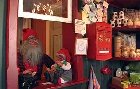 Postkassa til Julehuset i Drøbak fylles raskt i disse dager. Foto: NRK