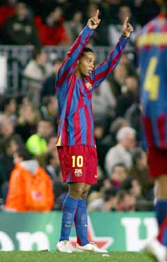 Ronaldinho jubler etter 2-1 målet. (Foto:Reuters/Scanpix)