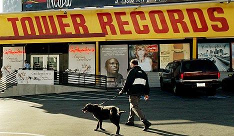 Tower Records må se seg slått av iTunes på lista over hvilke platebutikk-kjeder som gjør det best i USA. Ric Francis, AP Photo / Scanpix.