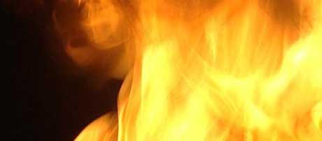 Familiehytta ble tatt i flammenes rov , nå nektes familien å sette opp en ny( Foto: NRK)