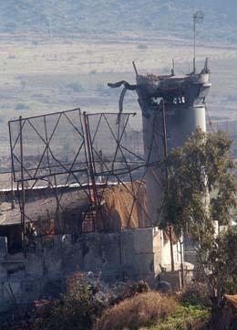 Den israelske stillingen ved Libanon-grensen bar tydelig merke etter Hizbollah-angrepet. (Foto: M.Zaatari, AP)