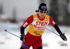 Marit Bjørgen på vei til seier på 10 km klassisk i Kuusamo. (Foto: Erlend Aas / SCANPIX)