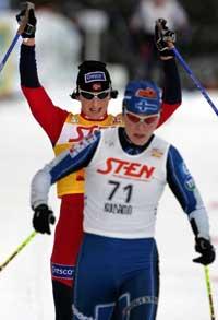 Marit Bjørgen slo finske Virpi Kuitunen med 29 sekunder i Kuusoma. (Foto: Erlend Aas / SCANPIX)