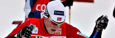 Tore Ruud Hofstad er ikke fornøyd med sluttspurten i stafetten søndag.(Foto: E. Borgen/SCANPIX)