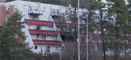 40 personer ble evakuert fra denne terrasseblokka på Gjøvik. Foto: Gordon Fjell.