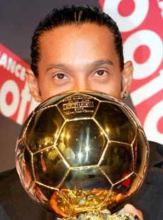 Verdens beste fotballspiller, Ronaldinho, blir å se på NRK til sommeren. (Foto: AFP/Scanpix)