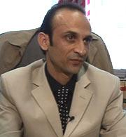 Waseem Ayub er advokat for enkemannen etter Rahila Iqbal. (Foto: NRK Brennpunkt)
