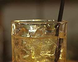 SAS kan tjene 36 millioner på drinken. (Arkivfoto)