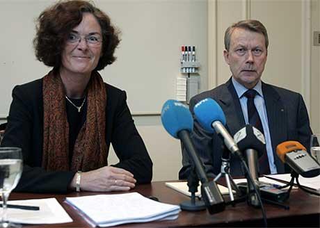 NY SJEF VENTER: Administrerende direktør Knut Grøholt og styreleder Siri Beate Hatlen under dagens pressekonferansen. Foto: Lise Åserud/Scanpix.