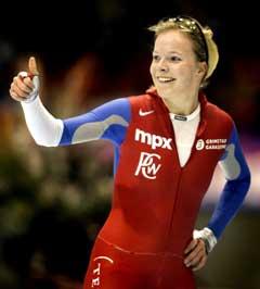 Maren Haugli jubler etter 5000 meter-rekorden. (Foto: AP/Scanpix)