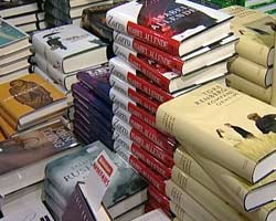 En bok er fin fint å gi bort! Foto: NRK/FBI
