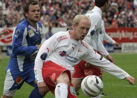 Hans Erik ramberg og de andre FFK- spillerne møter Brann i sin åpningskamp(Foto: Lise Åserud / SCANPIX )