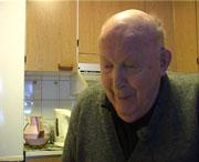 Per Simensen (89) ønsker ikke personlig oppmerksomhet rundt møbelkjøpet. Foto: NRK