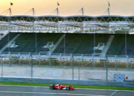 Luca Badoer testet for Ferrari i Bahrain i november. (Foto: Reuters/Scanpix)