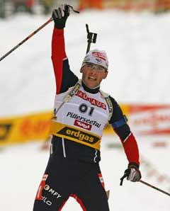 Raphael Poirée gikk inn til seier i Hochfilzen. (Foto: Reuters/Scanpix)