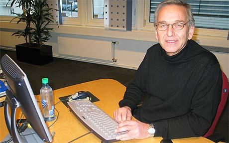 Rolf Skrede, leder i Norsk flygelederforbund, stilte til nettmøte i NRK.no fredag ettermiddag. (Foto: NRK)