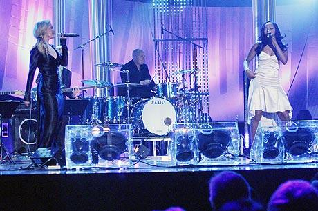 Sugababes åpnet ballet under Nobelkonserten i Oslo Spektrum søndag kveld. Foto: Jørn Gjersøe, nrk.no/musikk.