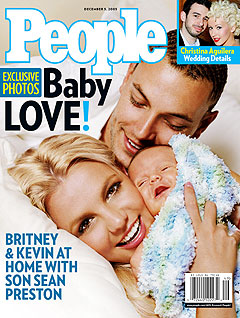 5. desember var Britney Spears på forsiden av People Magazine med ektemannen Kevin Federline og sånnen Sean Preston. Foto: Mark Liddell, Reuters / People Magazine / Scanpix.
