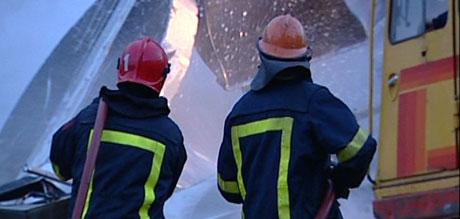 Brannen spredte seg raskt, og det var vanskelig å få kontroll over flammene. Foto: NRK