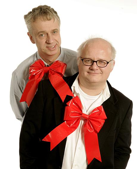 """Bilde: Finn Bjelke t h og Yan Friis inviterer til i """"Herreavdelingens juleverksted"""" på sen kveldstid i NRK P1 den siste uka før jul. (Foto: Ole Kaland)"""