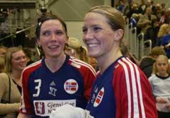 Gro Hammerseng (t.h) og Katja Nyberg var sentrale da Norge tok EM-gull i fjor. (Foto: Gorm Kallestad / SCANPIX)