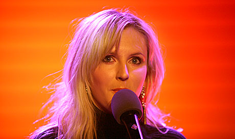Maria Arredondo satte Studio 19 i julestemning. Foto: Arne Kristian Gansmo, NRK.