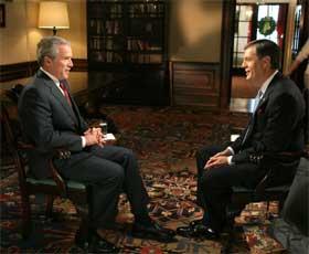 President Bush intervjues av Britt Hume i Fox News. (Foto: Paul Morse/Det hvite hus/AP/Scanpix)