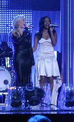 Det var kun Heidi Range og Keisha Buchanan som stilte fra Sugababes på Nobelkonserten. Foto: Jørn Gjersøe, nrk.no/musikk.