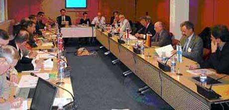På bildet kan en se representanter fra 15 av de 18 landene i Haldenprosjektet sammen med OECDs sekretariat og Prosjektledelsen i Halden. Foto: IFE