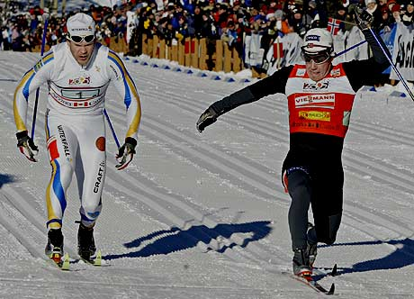 Eldar rønning spurtbeseitet Sverige og Thobias Fredriksson (AP Photo/Jeff McIntosh)
