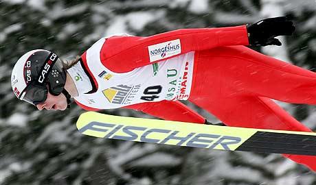 Petter Tande i hoppbakken(Foto: AP/Kerstin Jönsson)