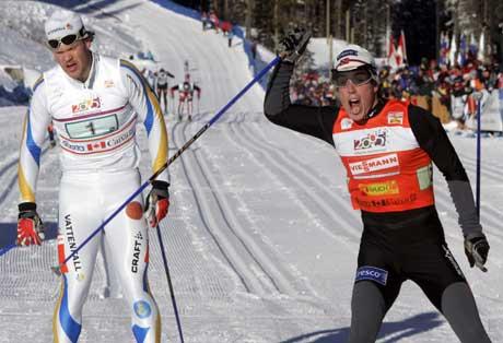 Eldar Rønning slo den svenske ankermannen Tobias Fredriksson ( til venstre) på målstreken. ( Foto: Lise Åserud / SCANPIX )