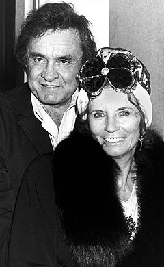 Johnny Cash og kona June Carter Cash sammen i 1988. Foto: AP Photo / Scanpix.
