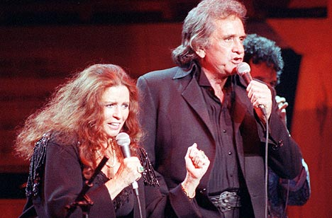 Johnny Cash og kona June Carter Cash sammen i 1992. Foto: Ron Frehm, AP Photo / Scanpix.