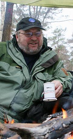 Friluftsmagasinets Arnulf Møllerstad leder samtalen når statsråden og tre organisasjonsledere tar en prat om natur og friluftsliv i NRK P1 tidlig julaften. (Foto: Terje Dale)